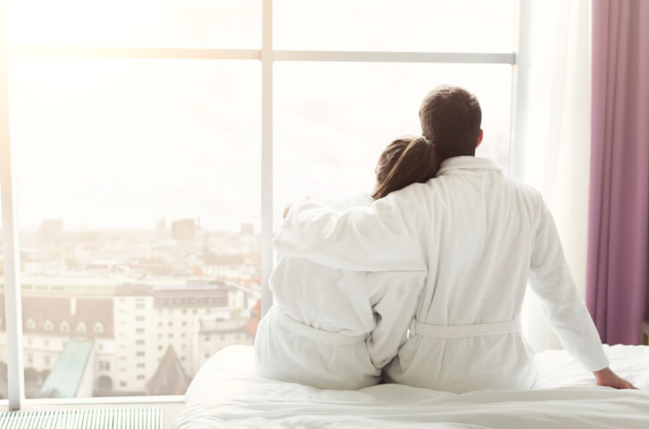 Par der sidder tæt sammen, måske de ønsker at barn eller ikke?