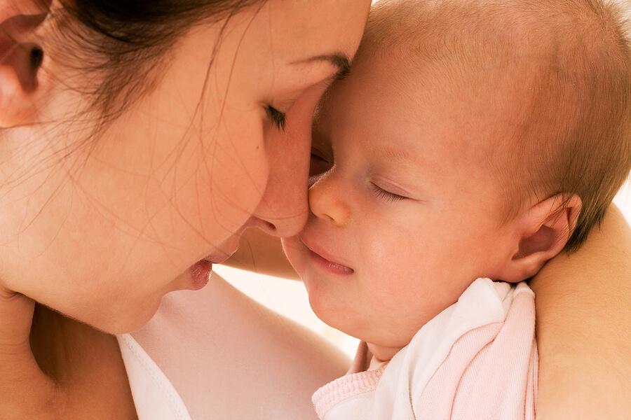 mor og baby - kærlighed
