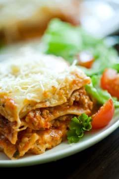 Lækker lasagne kan fryses i flere portioner i fryseren, så du er klar til baby kommer