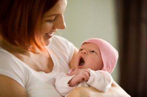 Øjenkontakt mellem mor og barn