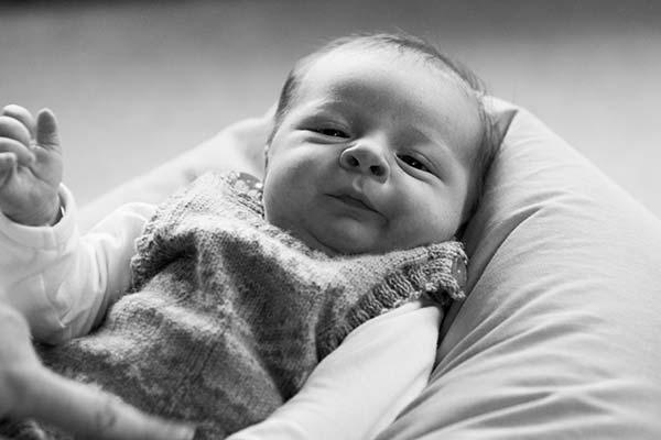 Sort/hvid billede af baby christopher