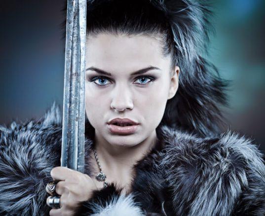 Kvindelig kriger, men ikke såret.