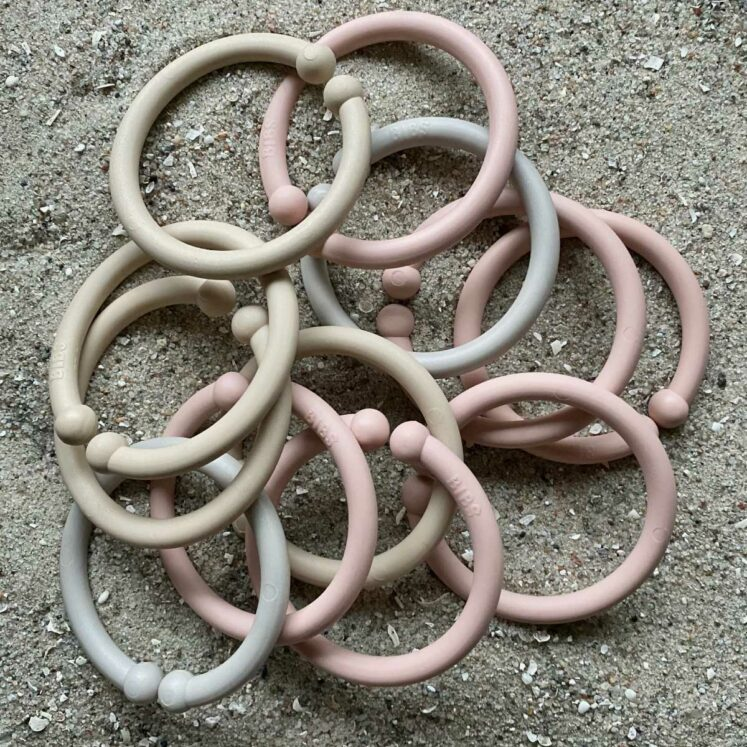 Loops lege ringe fra Bibs i blush (6 stk.), vanilla (4 stk.) og sand (2 stk.) i alt 12 stk.