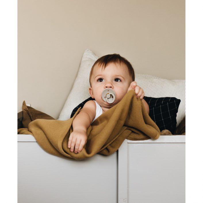 Babytæppe i Mustard fra Studio Feder
