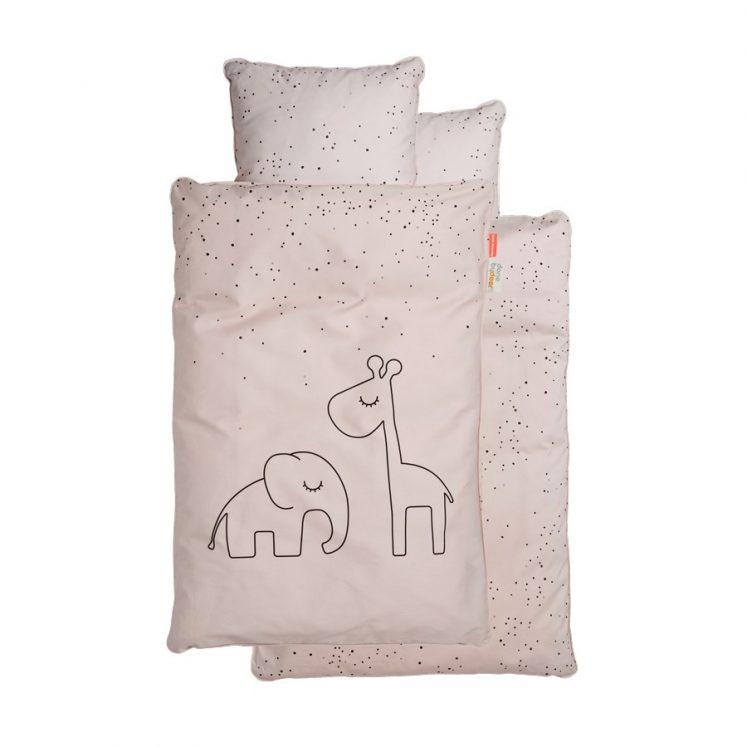 Sengetøj til baby i Powder med prikker fra Done By Deer