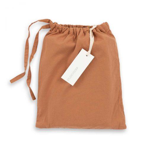 Baby Sengetøj i Caramel fra Studio Feder