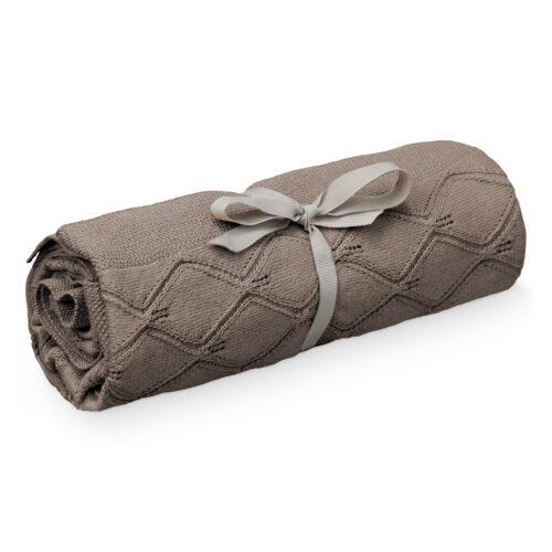 Tæppe i bomuldsstrik, chokolade med hulmønster fra Cam Cam Copenhagen