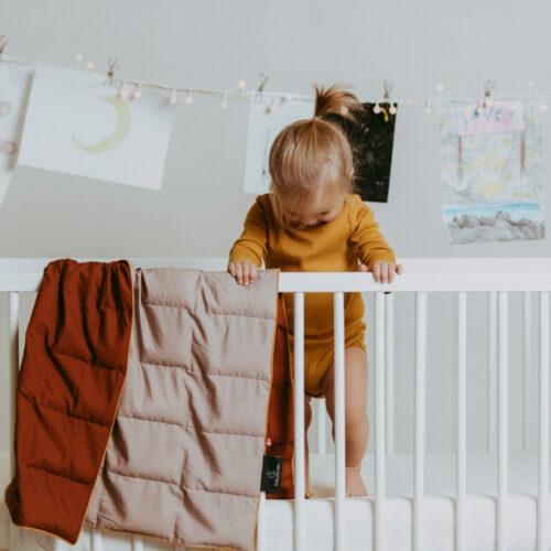 Tyngdedyne til babyer i Karamel/Støvet rosa fra Babydynen – 2 kg.