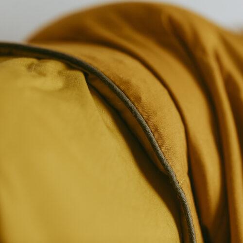 Tyngdedyne til babyer i gurkemejegul/solsikkegul fra Babydynen – 2 kg.