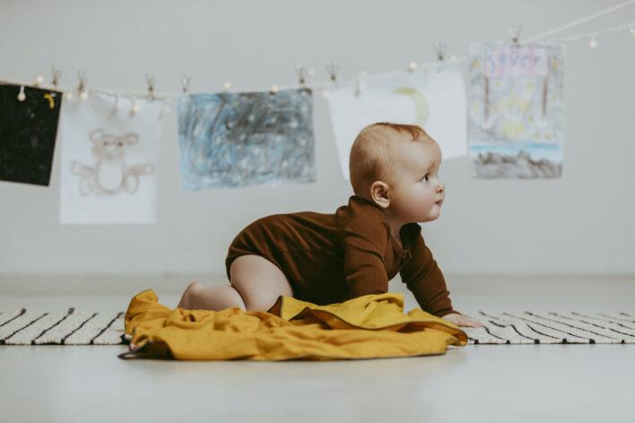 Tyngdedyne fra babydynen i gul