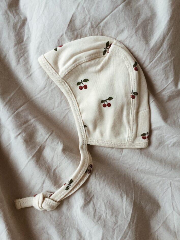 hue i bomuld med kirsebær fra konges sløjd