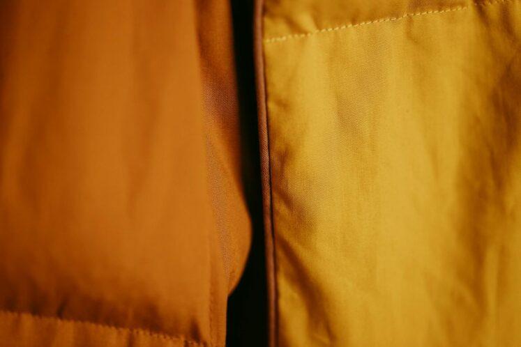 Tyngdedyne JUNIOR i gurkemejegul/solsikkegul fra Babydynen – 3,5 kg.